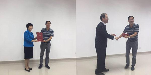 山东大学校长樊丽明为公司领导颁发捐赠证书.jpg